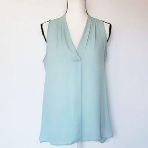 VINCE CAMUTO sleeveless v neck rumple blouse
